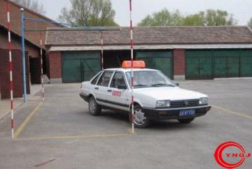考驾照中途可以换驾校吗
